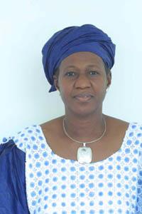 Mme Diallo M'bodji Sène, ministre de la femme, de l'enfant et de la famille</font>» title=» Mme Diallo M'bodji Sène, ministre de la femme, de l'enfant et de la famille</font>» class=»caption» align=»right» /><strong>Mardi, à l'hôtel Salam, la cérémonie de lancement de la  «Plate-forme pour la prise de 100 femmes fistuleuses», initiée par l'association Inner Wheel constituée par les épouses de Rotariens, a eu lieu sous la présidence du ministre de la Promotion de la Femme, de l'Enfant et de la Famille, Mme Diallo M'Bodji Sène, en présence de son homologue de la Santé, Mme Maïga Zeïnab Mint Youba.<br /> <br />Étaient également présents, la présidente de Inner Wheel (Club Bamako-Koulouba), Mme Sèye Mariam Traoré, les  représentants du corps diplomatique, les  spécialistes de la question et la marraine de la cérémonie, Mme Keïta Aminata Maïga.<br /> <br />Mobiliser des fonds pour la prise en charge du traitement des malades était le principal objectif de cette cérémonie.</strong></p> <p>La Plate-forme pour la prise en charge de 100 femmes victimes de fistules se veut un moyen d'éveiller les consciences face à un drame social, c'est pourquoi Inner Wheel qui s'investit dans l'humanitaire depuis des années, a décidé de s'engager dans la lutte  contre les fistules obstétricales.</p> <p> La fistule se définit comme une communication anormale entre les voies urinaire et génitale. Elle survient généralement chez la femme au moment de l'accouchement.<br /> <br />La fistule, lorsqu'elle n'est pas prise en charge, prive la femme de la possibilité de concevoir ou de procréer.<br /> <br />Les fistules obstétricales constituent dans les pays en développement une réelle préoccupation de santé publique qui affecte les femmes.<br /> <br />Selon les statistiques du FNUAP (le Fonds des Nations unies pour la population), 15 % des fistuleuses au Mali ont moins de 15 ans et 98 % d'entre elles n'ont jamais fréquenté un centre de santé pour une consultation.</p> <p>La Plate-forme a déjà comme