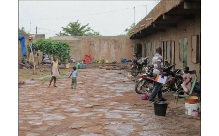 Une cour commune (photo IRD Mag)