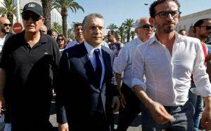 L'hommed'affaires Nabil Karoui (au centre) lors de son arrivée au pôle judiciaire financier et économique de Tunis, le 12 juillet 2019. REUTERS/Zoubeir Souissi