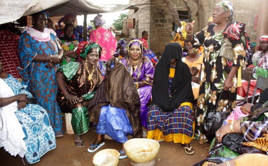 La présence de certains griots ou prêcheurs dans les cérémonies sociales est assez récurrente