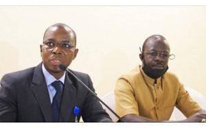 Moumouni Guindo (costume noir) président de l'OCLEI