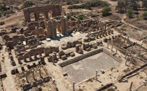 Vue aérienne de l'ancienne cité romaine de Leptis Magna, près de Khoms, le 24 août 2021 en Libye afp.com - Mahmud TURKIA