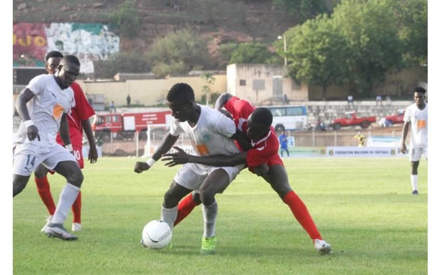 Affrontement entre le Stade Malien et Binga FC lors de la finale de la coupe du Mali