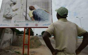Une affiche de prévention contre Ebola en Côte d'ivoire. © AFP - SIA KAMBOU