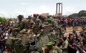 © Reuters/STRINGER GUINÉE: LA JUNTE CONSOLIDE SA PRISE DE POUVOIR EN NOMMANT DES GOUVERNEURS
