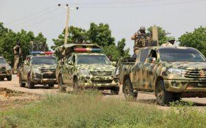 Des soldats en patrouille après une attaque par des hommes armés en octobre 2019 dans le Nord-Ouest du Nigeria afp.com - -