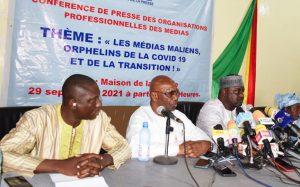 Les responsables des médias lors de la conférence de presse