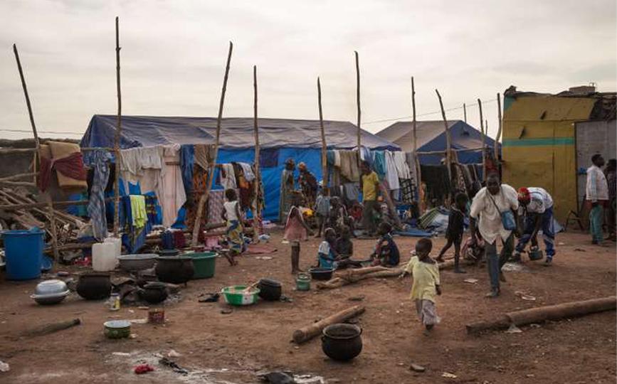 Bamako, Mali. Camp des déplacés de Sadia au marché à bétail de Niamana. 114 personnes, toutes peuls, originaires du village de Sadia (Centre du Mali) ont trouvé refuge dans ce camp insalubre de Niamana à Bamako, après l'attaque survenue le 13 décembre 2018 par des chasseurs traditionnels dozos.