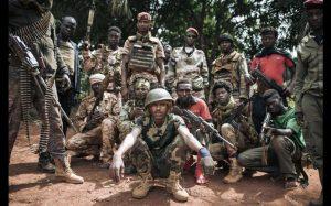 Des miliciens de la CPC à Niakari, au nord de Bangassou, le 30 janvier 2021 afp.com - ALEXIS HUGUET