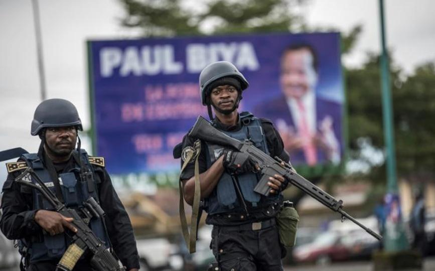 Des gendarmes camerounais en patrouille à Buea le 3 octobre 2018 afp.com - MARCO LONGARI