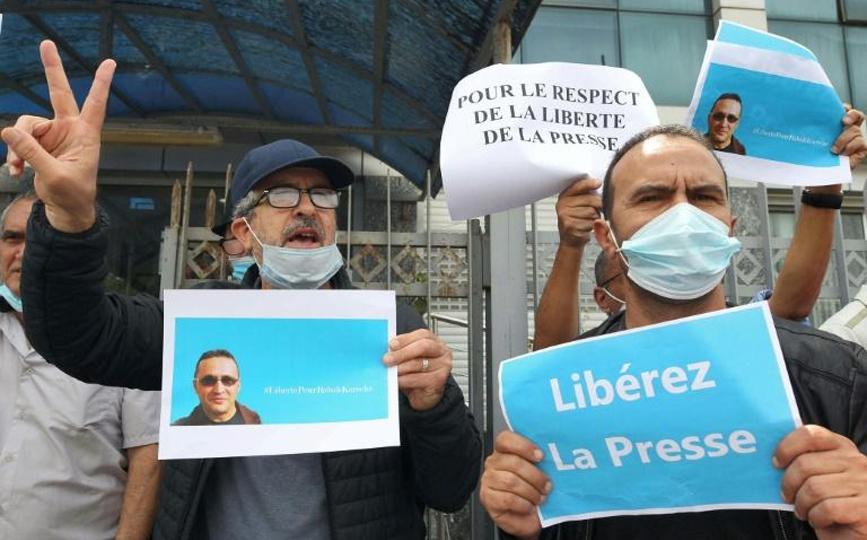 Manifestation devant les locaux du quotidien fracophone Liberté pour la libération du journaliste Rabah Karèche, le 25 avril 2021 à Alger afp.com - -