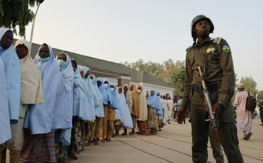 Un groupe d'écolières libérées après leur enlèvement, au siège du gouvernement de l'Etat de Zamfara, à Gusau le 2 mars 2021 afp.com - -