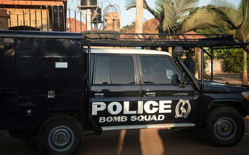 Un véhicule de l'unité de déminage de la police ougandaise, le 24 octobre 2021, sur lieux d'un attentat à la bombe commis la veille au soir contre un restaurant de Kampala afp.com - Badru KATUMBA