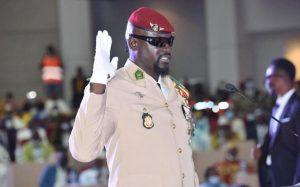 Le colonel Mamady Doumbouya lors de sa prise de fonction à Conakry le 1er octobre 2021 afp.com - Cellou BINANI