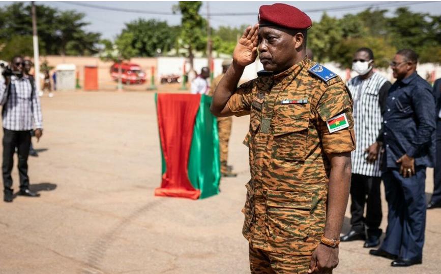 Le général de brigade Gilbert Ouédraogo a pris le commandement des forces armées nationales ce mardi à Ouagadougou. AFP - OLYMPIA DE MAISMONT