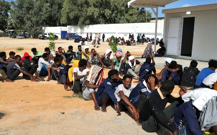 Des migrants africains dans un centre de la banlieue de Tripoli, le 11 octobre 2021 en Libye afp.com - Mahmud Turkia